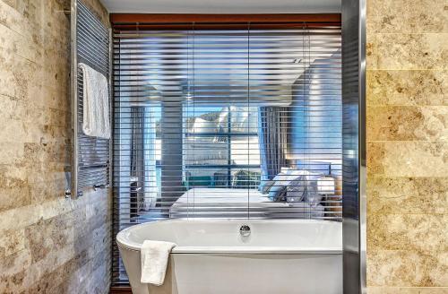 Gran Hotel Domine Bilbao, Mazarredo Zumarkalea, 61, 48009 Bilbo, Bizkaia, Spain.