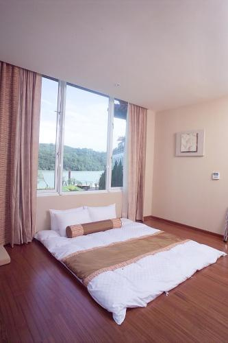 Kamar Quadruple dengan Pemandangan Danau (Quadruple Room with Lake View)