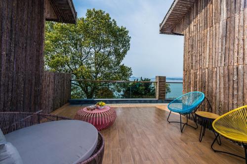 Warm Island Resort