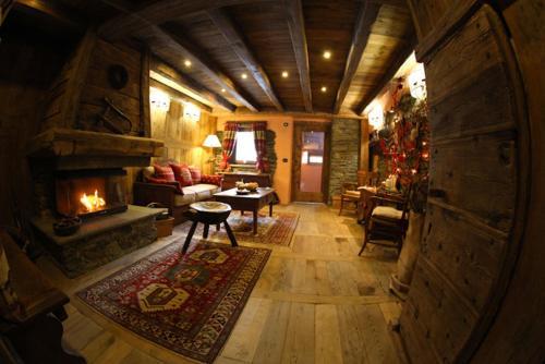 La Luge D'Antan Maison d'Hôtes & SPA - Accommodation - Brusson