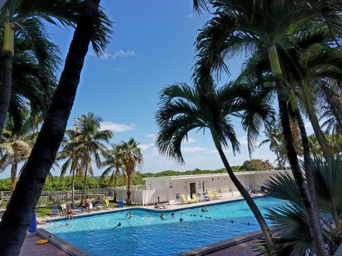 Miami Beach Suncoast Apartment Iii - Miami Beach, FL 33141