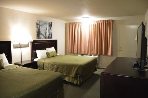 Cedar Lodge - El Portal, CA 95318