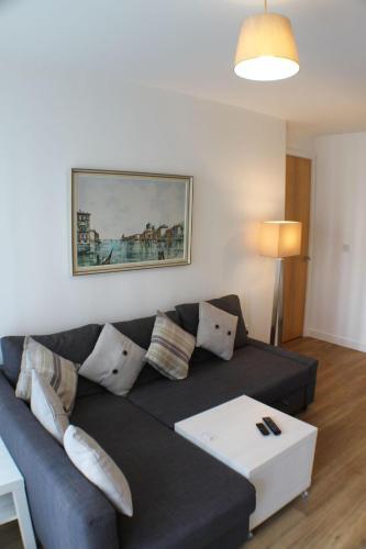 Apartment On Drybrough Crescent 3 6