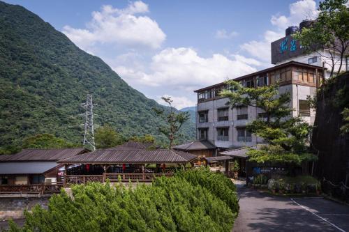 Wulai Sunglyu Hot Spring Resort