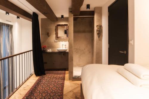 Harbour Suites photo 39
