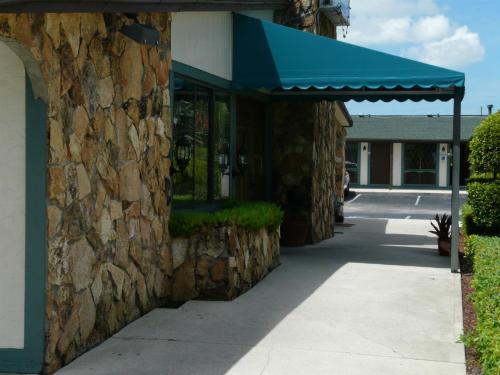 Spinnaker Inn Of Naples - Naples, FL 34105