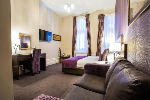 The Duke of Edinburgh Hotel & Bar - Photo 7 of 62
