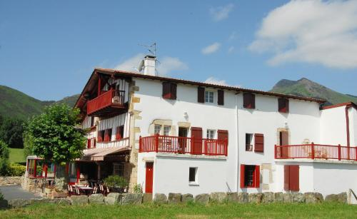 Accommodation in Sare