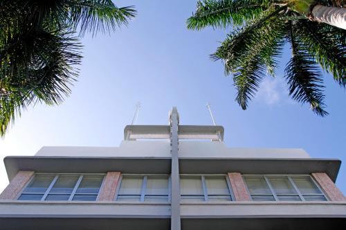 Crest Hotel Suites - Miami Beach, FL 33139