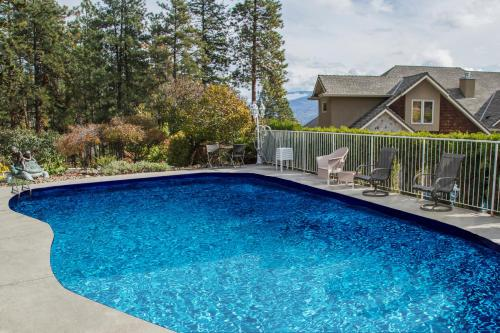 At The Top Of The Hill - Accommodation - Peachland