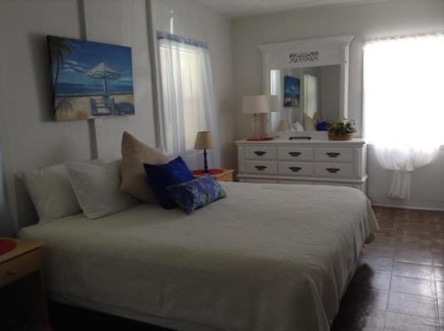 Two Bedroom Paradise Cove Unit 9