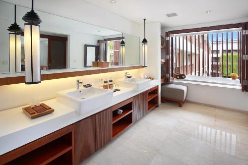 Magani Suite with Spa Bath and Airport Drop-Off