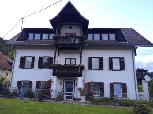 Ferienhaus Villa Nusswald, Pension in Krumpendorf am Wörthersee