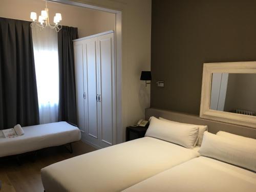 Mesón Castilla Atiram Hotels photo 14