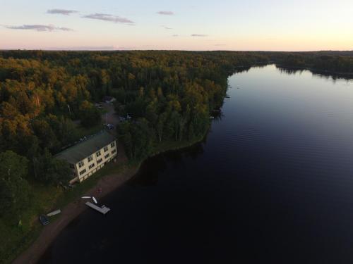 Hanging Horn Lakeside Resort - Accommodation - Moose Lake