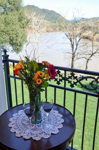 The River Belle Inn - Healdsburg, CA 95448
