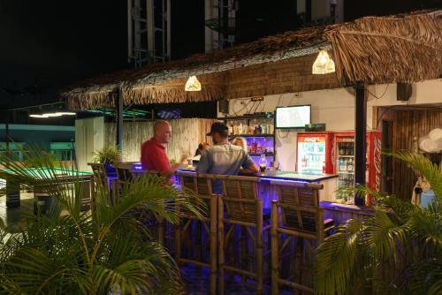 Chaweng SKYBAR Guesthouse