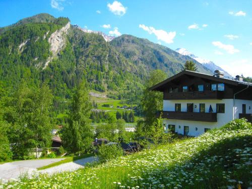 Haus Kitzsteinhorn 8 by Alpen Apartments Kaprun