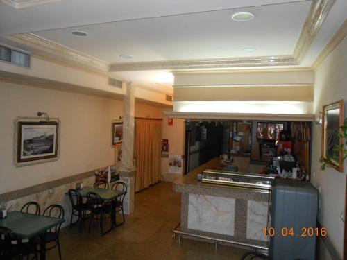 . Hotel Los Hermanos