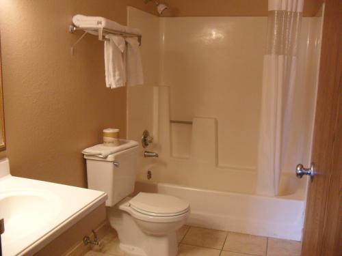 Travelodge By Wyndham Colorado Springs - Colorado Springs, CO 80904