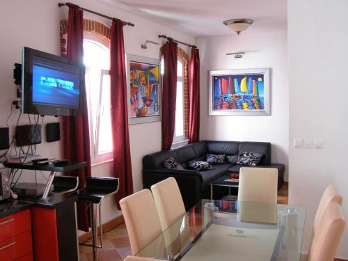 . Split Artistic Apartments