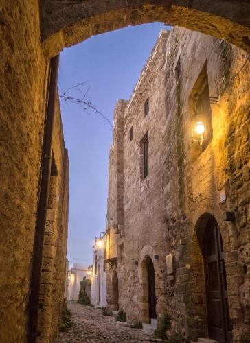 Perikleous 31-39, Old Town, Rhodes, Greece.