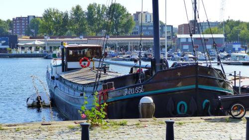 Houseboat Réussi photo 11