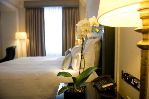The Waldorf Hilton photo 11