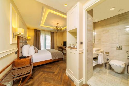 Hotel Morione & Spa Center Улучшенный двухместный номер с 1 кроватью и дополнительной кроватью