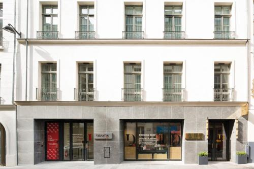 17 rue de Richelieu, 75001 Paris, France.
