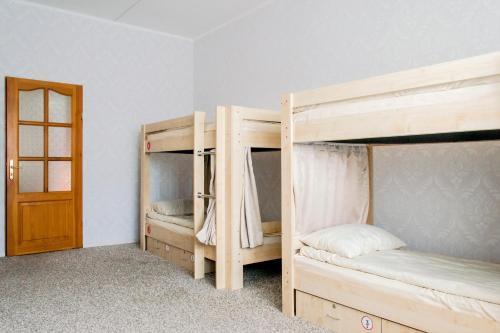 «в Лайк хостел» Спальное место на двухъярусной кровати в общем номере для мужчин и женщин с 6 кроватями