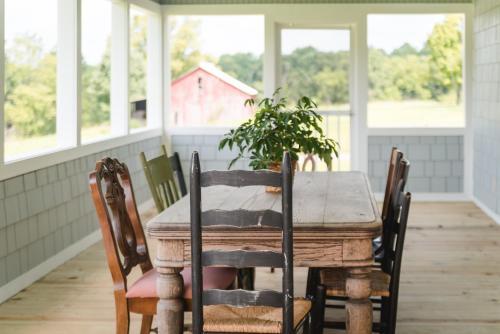 The Little Farmhouse - Columbia, KY 42728