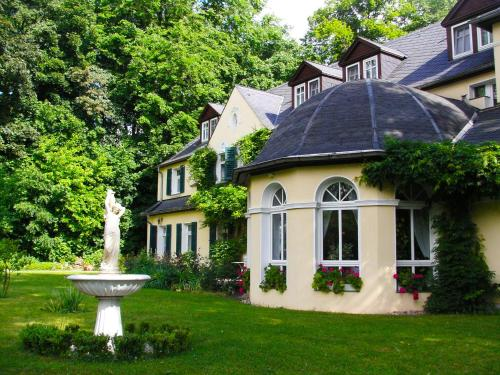 . Hotel & Restaurant Bellevue Schmölln