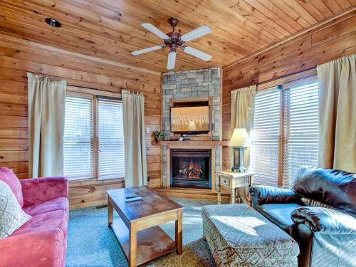 Gatlinburg Majesty- Four-Bedroom Cabin