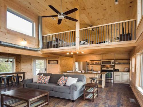 Mountain Splash- Two-Bedroom Cabin