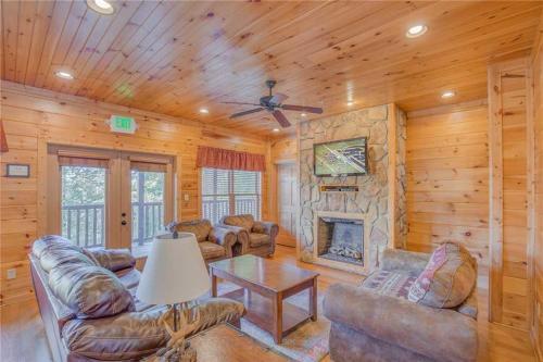 Big Sky Lodge II- 7 Bedroom Cabin