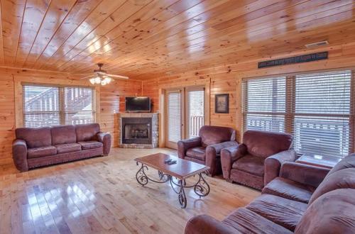 Hemlock Inn- 8 Bedroom Cabin