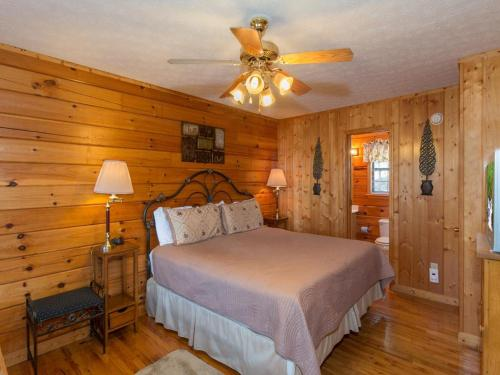 A Sunset to Remember- One-Bedroom Cabin - Sevierville, TN 37862