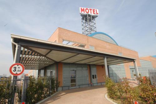 . Hotel Motel 2