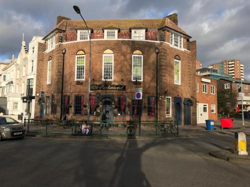 33 Richmond Place, Brighton BN2 9NA, England.