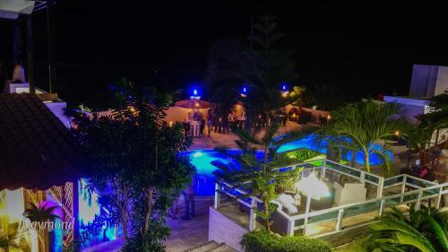 . Daymond Blue Tropical Lodge