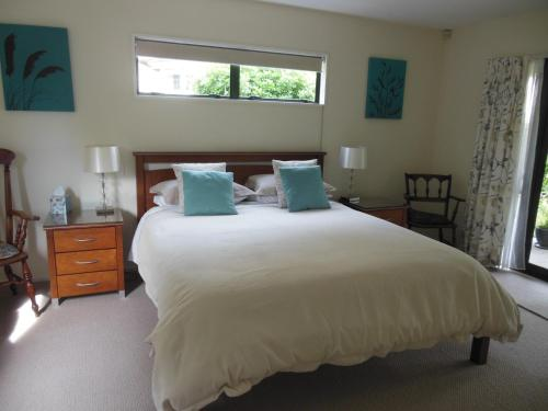 Garden Bed and Breakfast - Accommodation - Christchurch