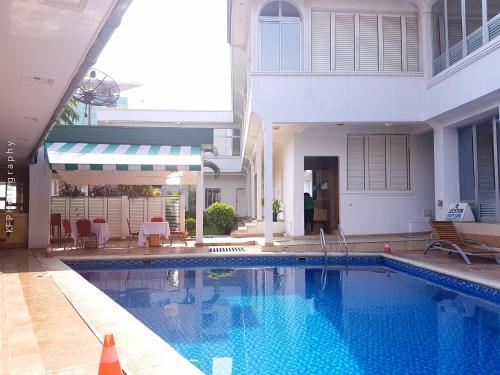 . Leon Hotel Brazzaville
