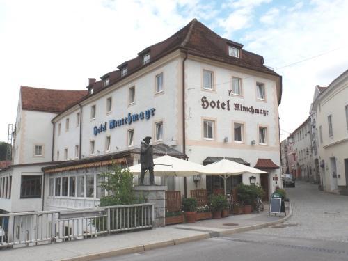 . Hotel-Restaurant Minichmayr