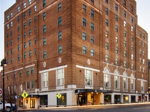 Grand Eastonian Suites Hotel - Easton, PA 18042