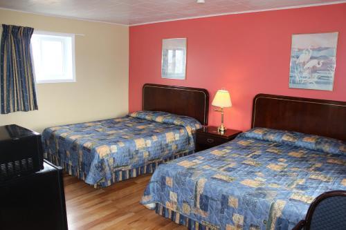 . Colonial Motel
