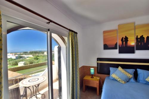 Apartamento com 1 Quarto, Varanda e Vista Mar (One-Bedroom Apartment with Balcony and Sea View)