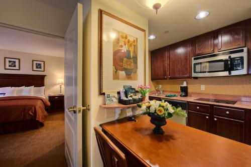 Homewood Suites By Hilton East Rutherford - East Rutherford, NJ 07073