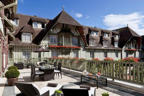 Hôtel Barrière Le Normandy, 38 rue Jean Mermoz  14804 Deauville, France.