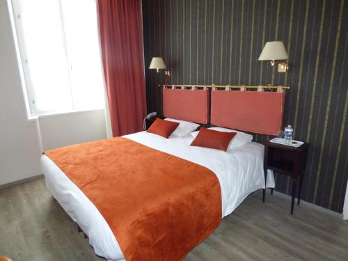 . Logis Au Grand Hotel